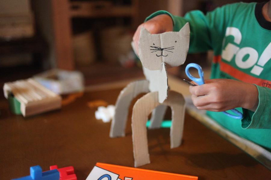 段ボールで作った猫