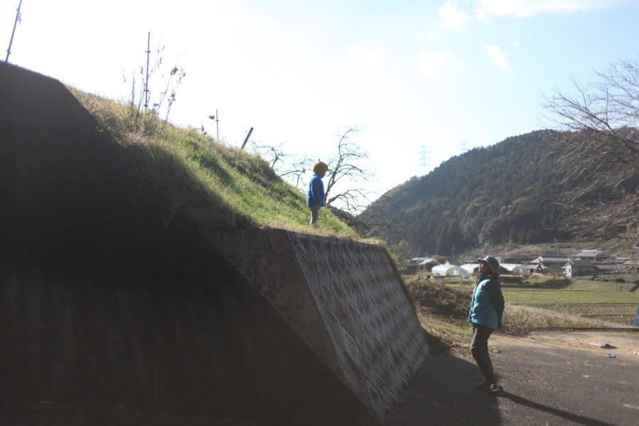 斜面に立つ